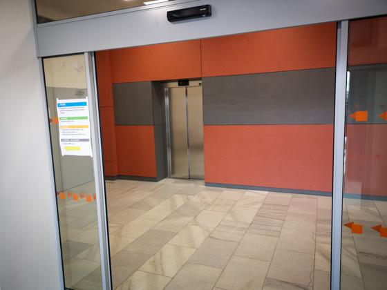 Můžete využít výtahu